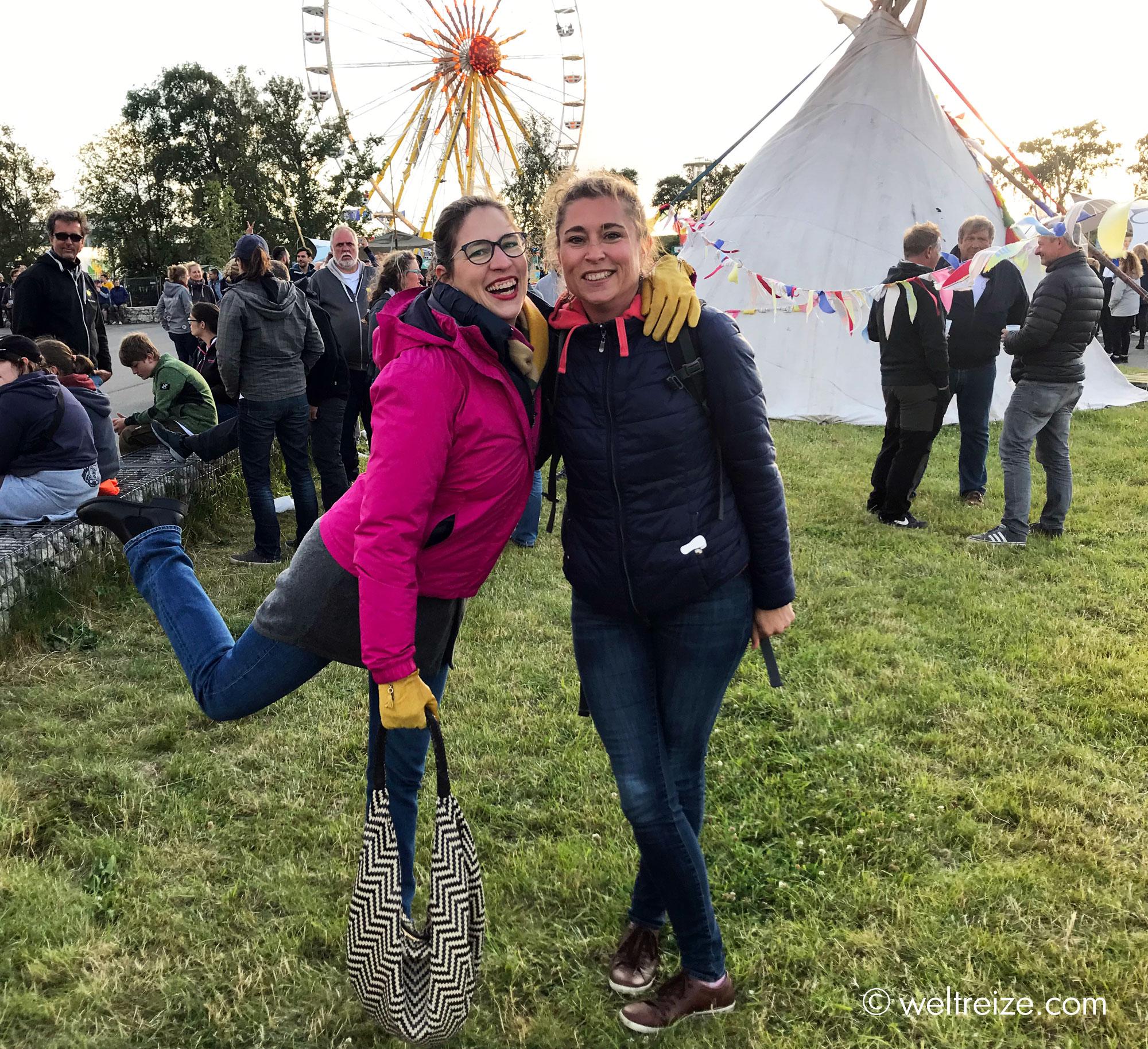 Alexia und Claudia auf dem Happytown Festival (c) Claudia Sittner, Weltreize